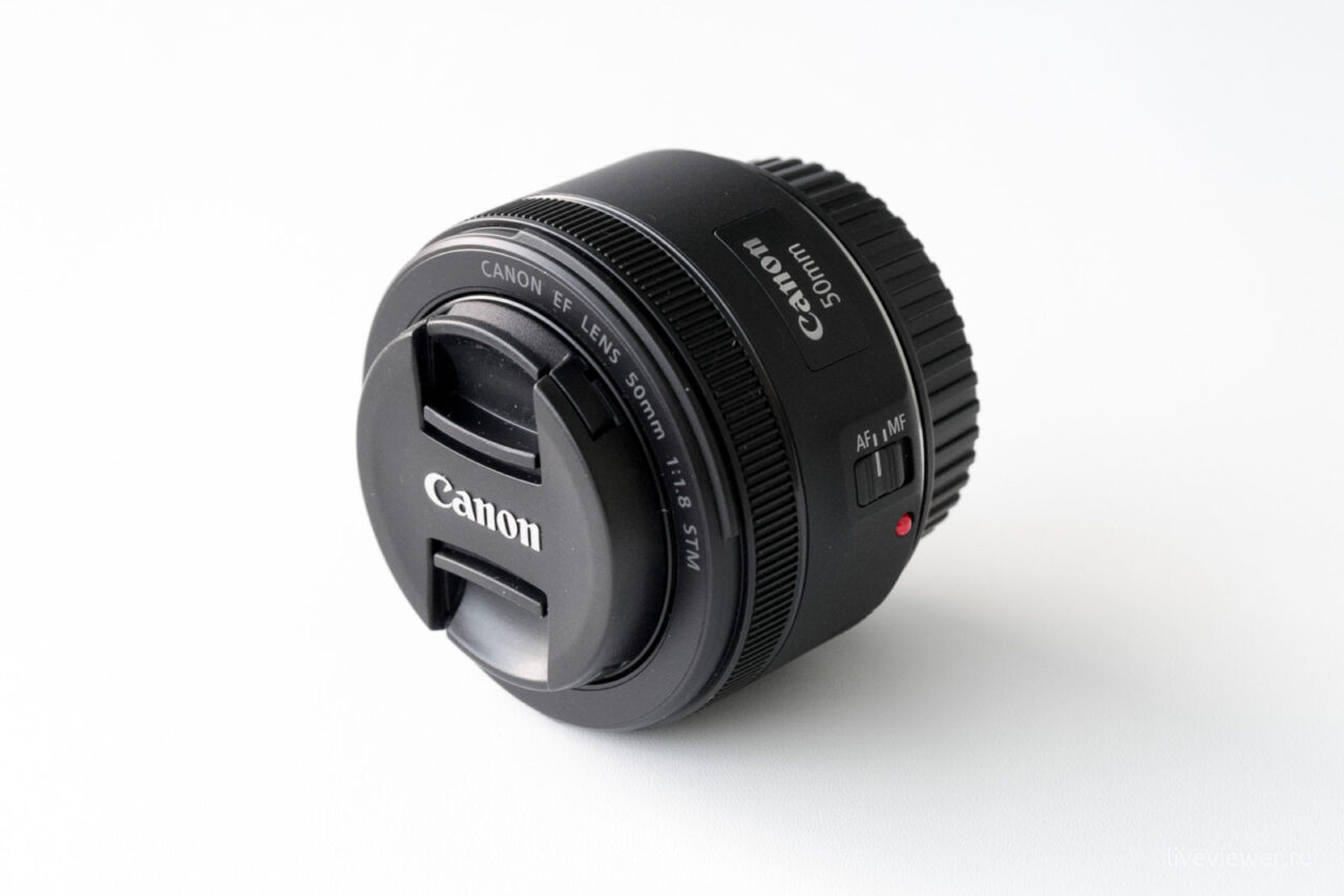 Canon EF 15mm 1.8 STM общий план, объектив с крышками