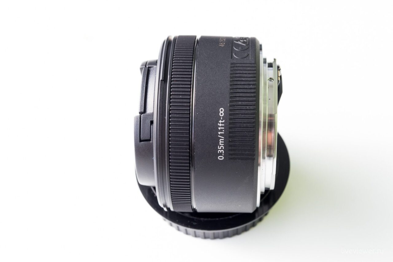 Canon EF 15mm 1.8 STM общий вид, вид сбоку
